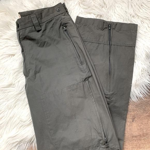 Gap Khaki pants w/ Zip Pockets
